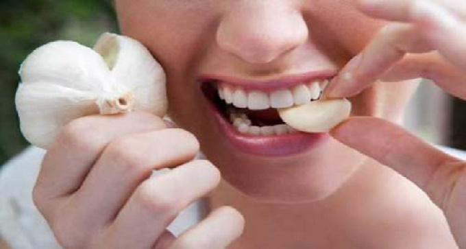 Why You Should Eat Garlic On An Empty Stomach