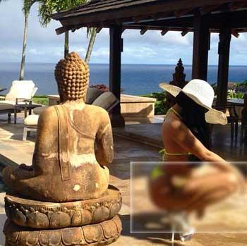Nicki Minaj's disgraceful photoshoot in front of a Buddha statue